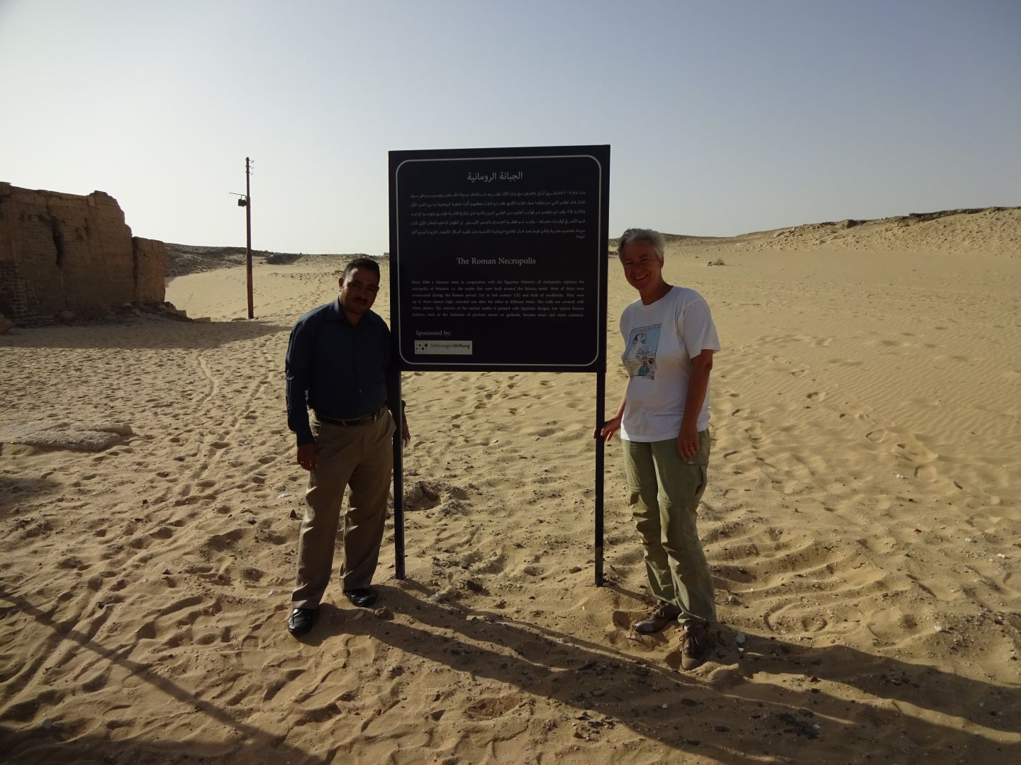 Sayed Abdel Malik and Katja Lembke with the new sign of the Roman necropolis